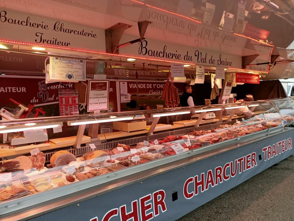 Boucher-charcutier au marché de Villeurbanne Gratte-ciel (69100)